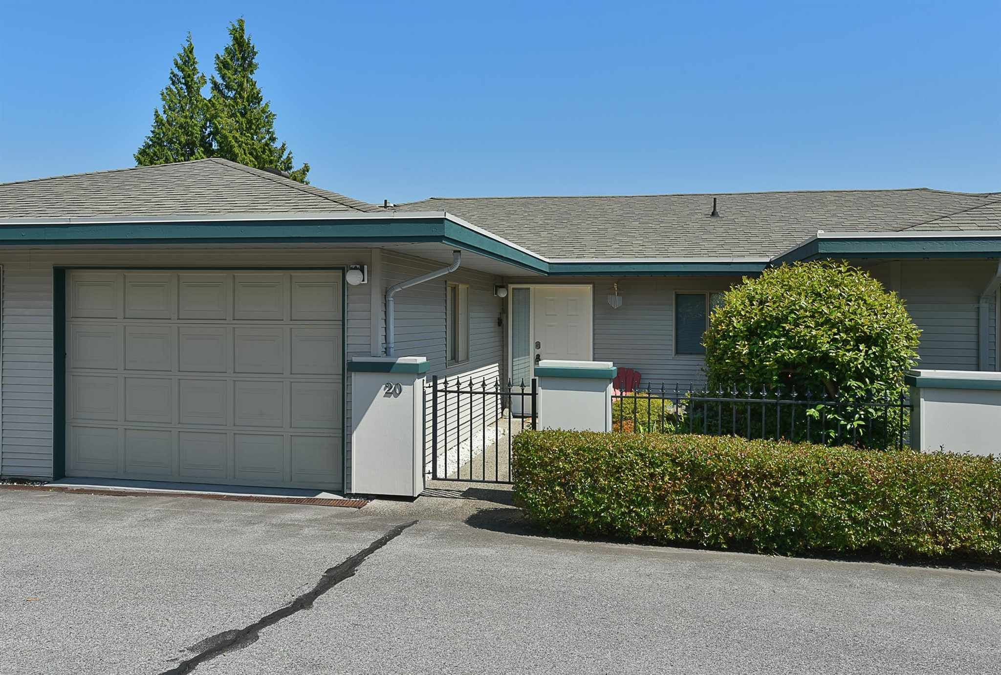 """Main Photo: 20 544 EAGLECREST Drive in Gibsons: Gibsons & Area Townhouse for sale in """"Georgia Mirage"""" (Sunshine Coast)  : MLS®# R2603357"""