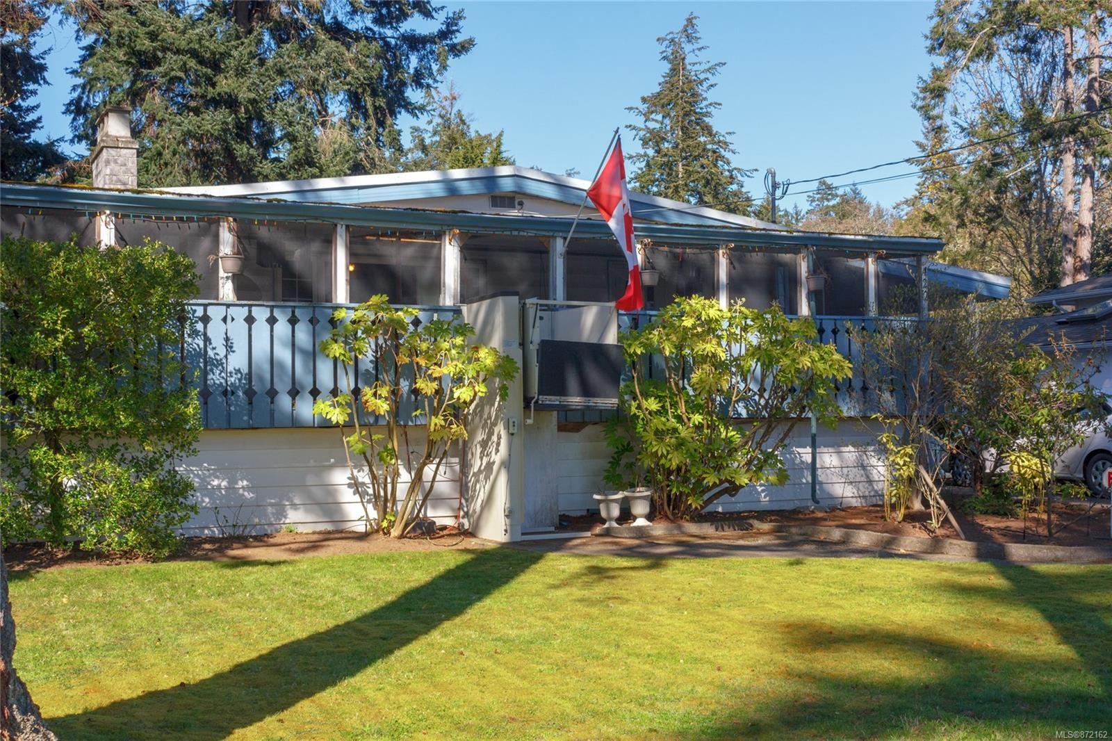 Main Photo: 422 Tipton Ave in : Co Wishart South House for sale (Colwood)  : MLS®# 872162