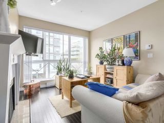 """Photo 3: PH10 511 W 7TH Avenue in Vancouver: Fairview VW Condo for sale in """"BEVERLY GARDENS"""" (Vancouver West)  : MLS®# R2156639"""