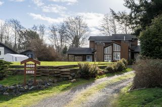 Photo 1: 1600 ONeill Rd in Sooke: Sk Whiffin Spit Half Duplex for sale : MLS®# 863913