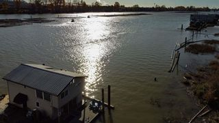 """Photo 2: 1 800 SOUTH DYKE Road in New Westminster: Queensborough House for sale in """"Queensborough Marina"""" : MLS®# R2548322"""