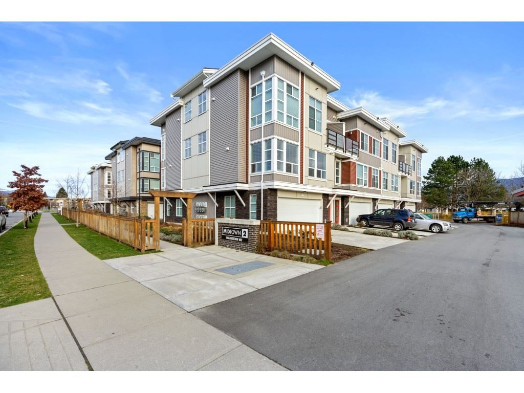 """Main Photo: 21 8466 MIDTOWN Way in Chilliwack: Chilliwack W Young-Well Townhouse for sale in """"MIDTOWN 2"""" : MLS®# R2531034"""