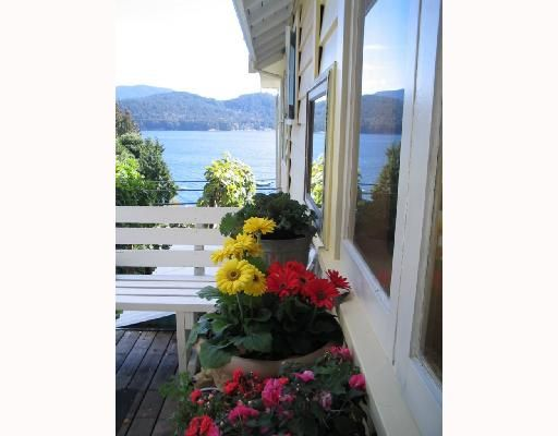 """Main Photo: 901 MARINE Drive in Gibsons: Gibsons & Area House for sale in """"GRANTHAMS LANDING"""" (Sunshine Coast)  : MLS®# V671595"""