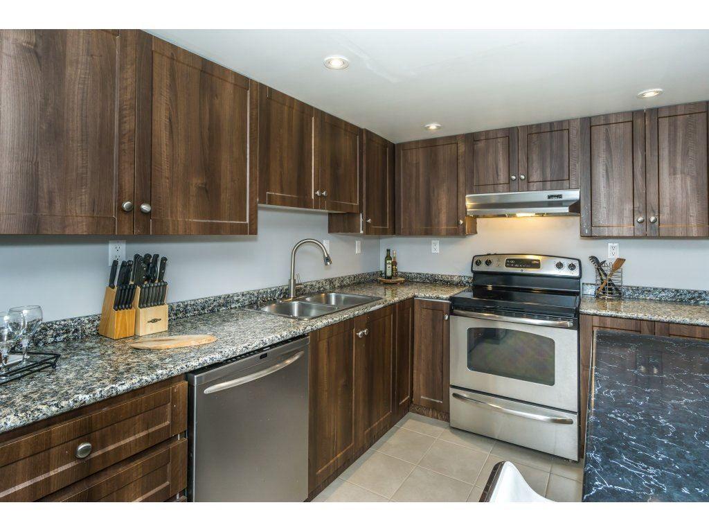 Photo 10: Photos: 802  10082 - 148 Street in Surrey: Guilford Condo for rent (North Surrey)