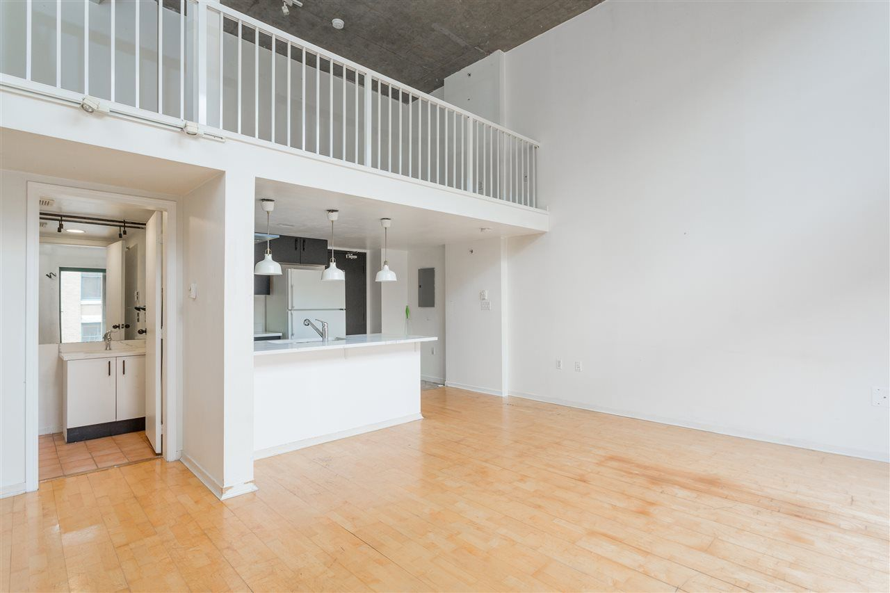"""Photo 5: Photos: 411 22 E CORDOVA Street in Vancouver: Downtown VE Condo for sale in """"Van Horne"""" (Vancouver East)  : MLS®# R2547163"""