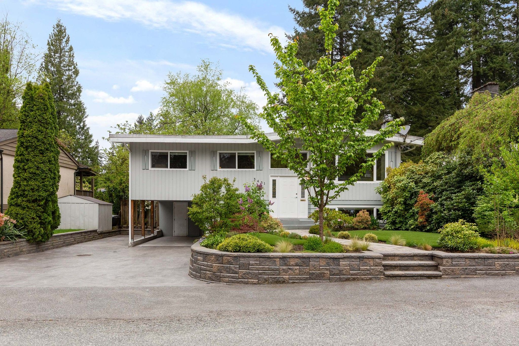 Main Photo: 3451 JERVIS Street in Port Coquitlam: Woodland Acres PQ House for sale : MLS®# R2573106