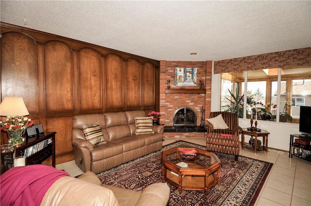Photo 11: Photos: 52 BERKSHIRE Road NW in Calgary: Beddington Heights House for sale : MLS®# C4105449