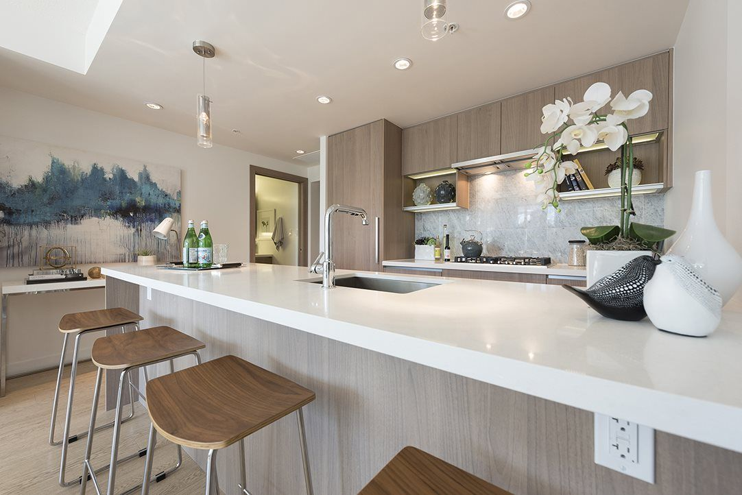 """Main Photo: 611 68 SMITHE Street in Vancouver: Yaletown Condo for sale in """"One Pacific"""" (Vancouver West)  : MLS®# R2092702"""