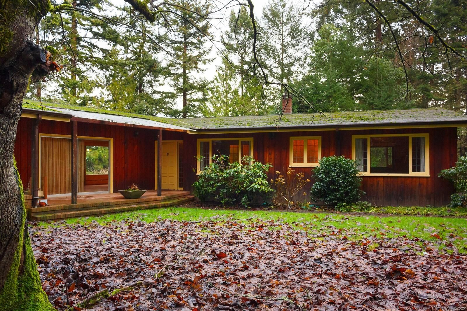 Main Photo: 10932 Inwood Rd in : NS Curteis Point House for sale (North Saanich)  : MLS®# 862525