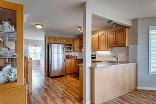 Photo 3: 33 SILVERGROVE Close NW in Calgary: Silver Springs Row/Townhouse for sale : MLS®# C4300784