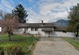 Photo 2: 5097 BOUNDARY Road in Abbotsford: Sumas Prairie House for sale : MLS®# R2604638