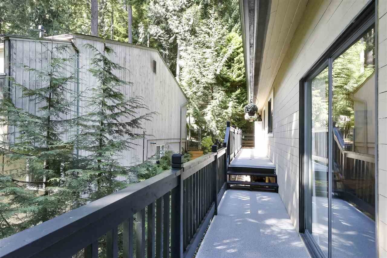 """Photo 9: Photos: 4727 MOUNTAIN Highway in North Vancouver: Lynn Valley House for sale in """"Upper Lynn"""" : MLS®# R2491401"""