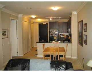 Photo 7: 210-170 W 1ST ST in North Vancouver: Lower Lonsdale Condo for sale : MLS®# V690964