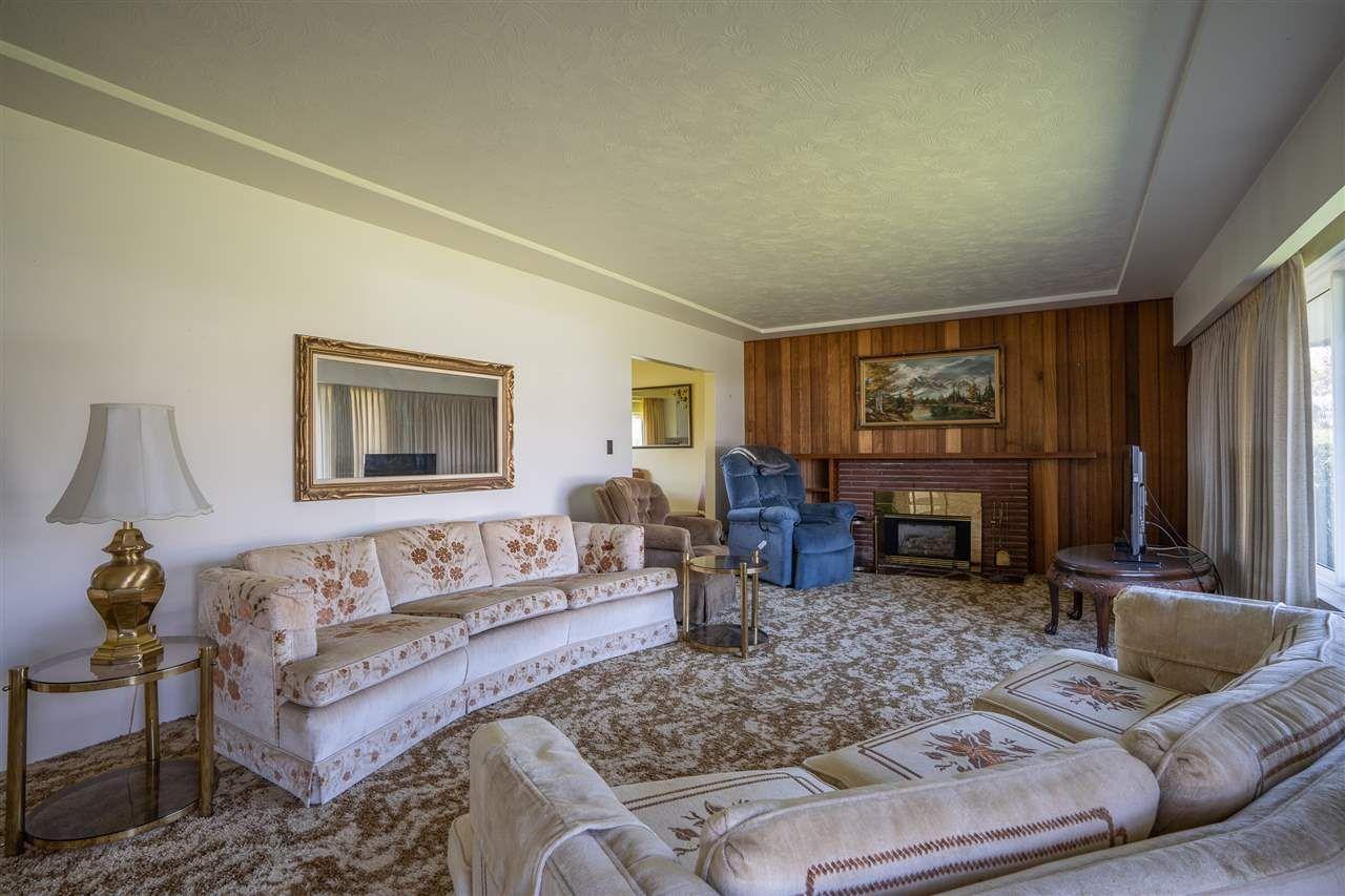 "Photo 5: Photos: 6420 AUBREY Street in Burnaby: Parkcrest House for sale in ""PARKCREST"" (Burnaby North)  : MLS®# R2365057"