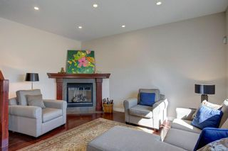 Photo 10: 102 Crestbrook Hill SW in Calgary: Crestmont Detached for sale : MLS®# A1100140