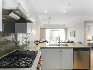 Photo 3: 307 1477 W 15TH AVENUE in Vancouver: Fairview VW Condo for sale (Vancouver West)  : MLS®# R2419107