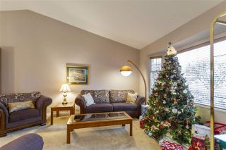 Photo 3: 19639 SOMERSET Drive in Pitt Meadows: Mid Meadows House for sale : MLS®# R2524846
