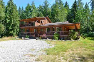 Photo 1: 6139 REEVES Road in Sechelt: Sechelt District House for sale (Sunshine Coast)  : MLS®# R2553170