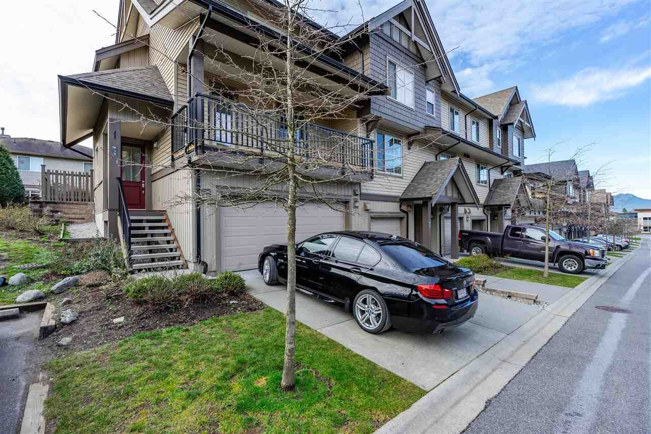 """Main Photo: 70 9525 204 Street in Langley: Walnut Grove Townhouse for sale in """"TIME"""" : MLS®# R2335818"""