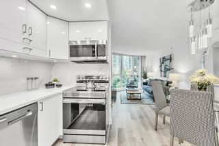"""Photo 3: 908 588 BROUGHTON Street in Vancouver: Coal Harbour Condo for sale in """"HARBOURSIDE TOWER 1"""" (Vancouver West)  : MLS®# R2610218"""