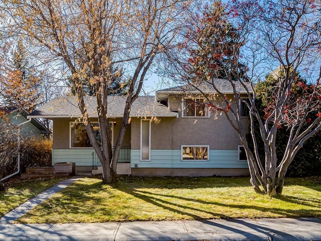 Main Photo: 4931 CARNEY Road NW in Calgary: Charleswood Detached for sale : MLS®# C4213819