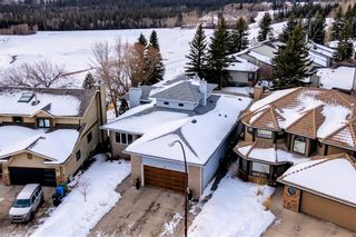 Photo 2: 113 Woodridge Close SW in Calgary: Woodbine Detached for sale : MLS®# A1060325