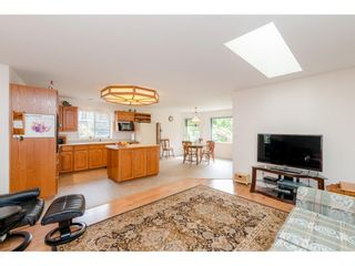 Photo 8: 1493 160A Street in White Rock: King George Corridor House for sale (South Surrey White Rock)  : MLS®# R2370241