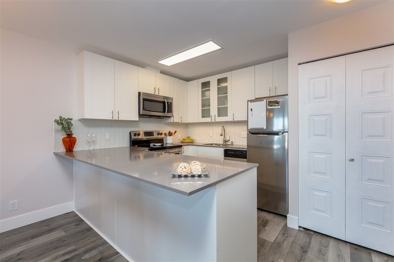 """Photo 8: Photos: 1804 3980 CARRIGAN Court in Burnaby: Government Road Condo for sale in """"Discovery Place"""" (Burnaby North)  : MLS®# R2465942"""