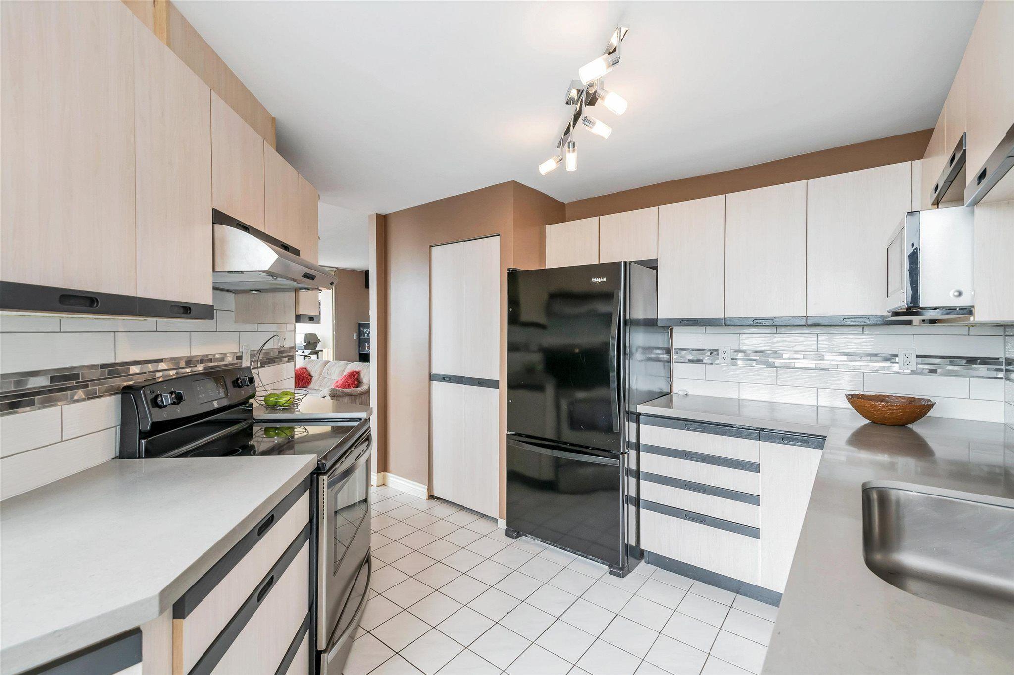 "Photo 14: Photos: 1401 728 FARROW Street in Coquitlam: Coquitlam West Condo for sale in ""THE VICTORIA"" : MLS®# R2615321"