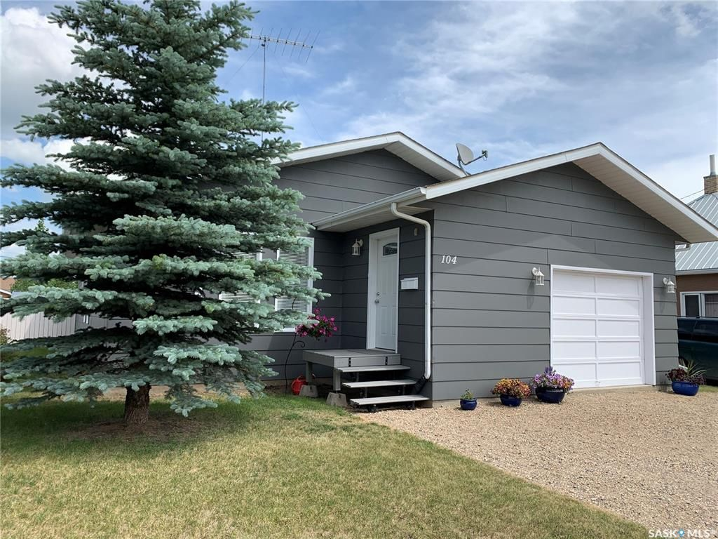 Main Photo: 104 4th Avenue East in Watrous: Residential for sale : MLS®# SK862646