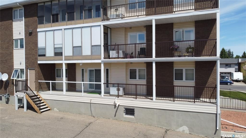 Main Photo: 101 453 Walsh Trail in Swift Current: Trail Residential for sale : MLS®# SK860323
