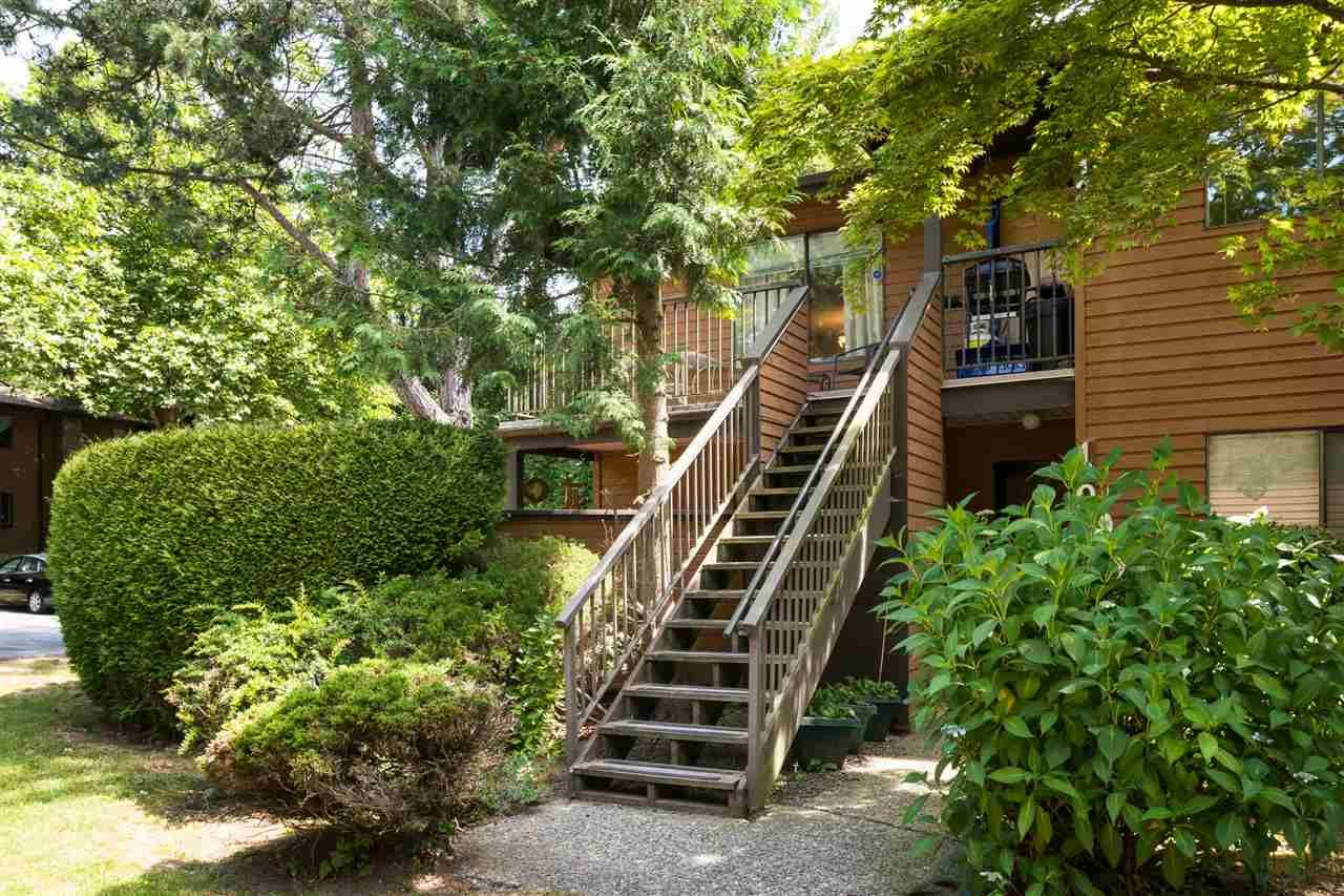 """Main Photo: 1202 10620 150 Street in Surrey: Guildford Townhouse for sale in """"Lincoln's Gate"""" (North Surrey)  : MLS®# R2187176"""