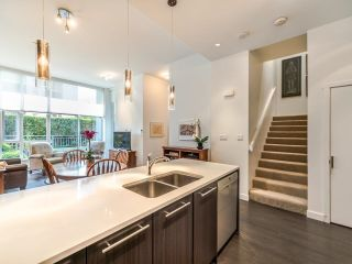 """Photo 10: TH5 619 FIFTH Avenue in New Westminster: Uptown NW Townhouse for sale in """"VICEROY"""" : MLS®# R2593947"""