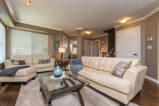 """Photo 3: 516 13900 HYLAND Road in Surrey: East Newton Townhouse for sale in """"HYLAND GROVE"""" : MLS®# R2294948"""
