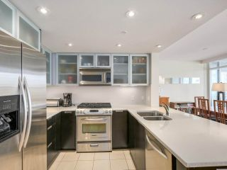 Photo 3: 2301 1205 W HASTINGS STREET in Vancouver: Coal Harbour Condo for sale (Vancouver West)  : MLS®# R2191331