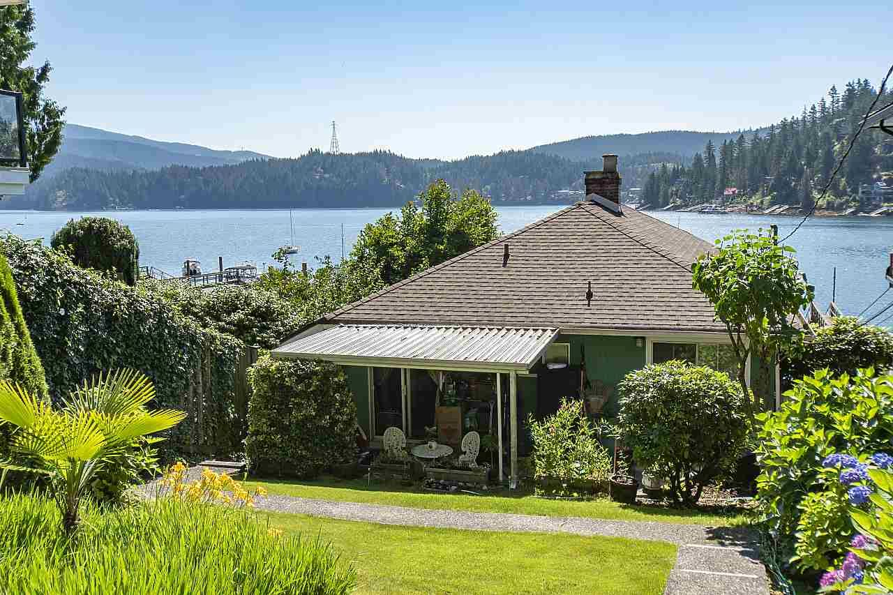 Main Photo: 2582 PANORAMA Drive in North Vancouver: Deep Cove House for sale : MLS®# R2477982