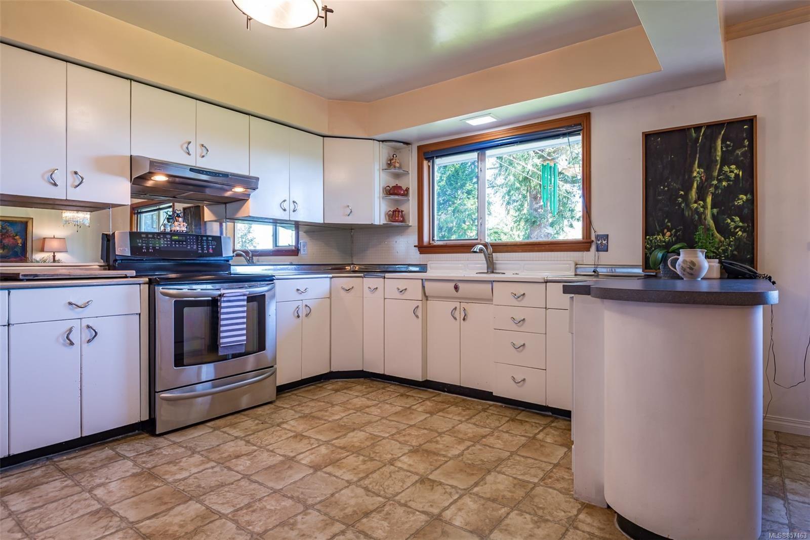 Photo 15: Photos: 4241 Buddington Rd in : CV Courtenay South House for sale (Comox Valley)  : MLS®# 857163