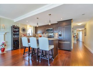 "Photo 3: 801 15111 RUSSELL Avenue: White Rock Condo for sale in ""Pacific Terrace"" (South Surrey White Rock)  : MLS®# R2567090"