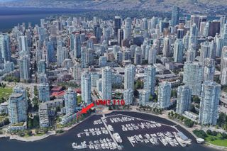"""Photo 2: 110 1228 MARINASIDE Crescent in Vancouver: Yaletown Townhouse for sale in """"Crestmark II"""" (Vancouver West)  : MLS®# R2564048"""