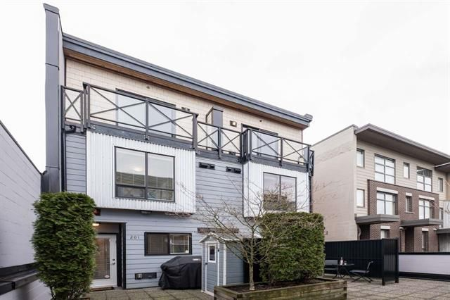 Main Photo: 202 3715 Commercial Drive in Vancouver: Victoria VE Townhouse for sale (Vancouver East)  : MLS®# R2527600