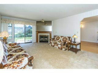 """Photo 3: 102 15153 98 Avenue in Surrey: Guildford Townhouse for sale in """"GLENWOOD VILLAGE"""" (North Surrey)  : MLS®# R2302083"""