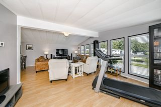 """Photo 11: 2 13507 81 Avenue in Surrey: Queen Mary Park Surrey Manufactured Home for sale in """"Park Boulevard Estates"""" : MLS®# R2460822"""