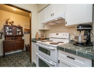 """Photo 4: 219 15991 THRIFT Avenue: White Rock Condo for sale in """"ARCADIAN"""" (South Surrey White Rock)  : MLS®# R2456477"""