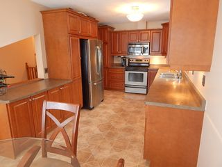Photo 2: 324 Columbia Drive in Winnipeg: House for sale : MLS®# 1803379