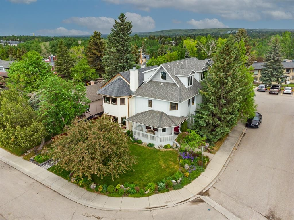 Main Photo: 1202 21 Avenue NW in Calgary: Capitol Hill Semi Detached for sale : MLS®# A1118490