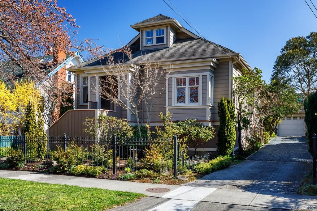 Main Photo: 19 South Turner St in Victoria: Vi James Bay House for sale : MLS®# 840297