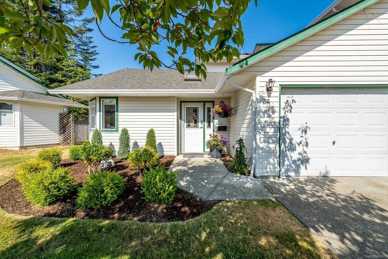 Main Photo: 34 2160 Hawk Dr in : CV Courtenay East Row/Townhouse for sale (Comox Valley)  : MLS®# 883057