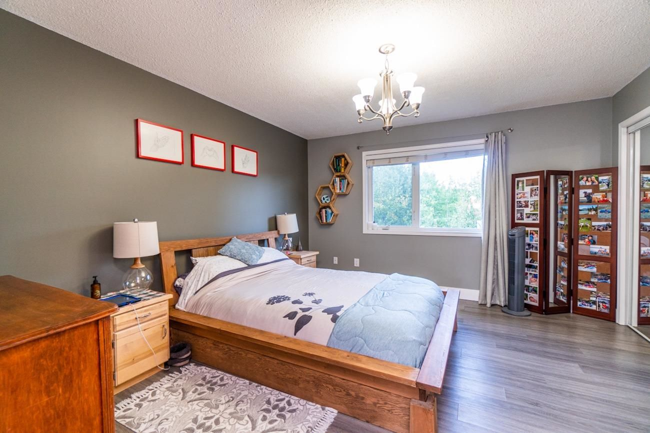 """Photo 12: Photos: 6872 ST ERICA Place in Prince George: St. Lawrence Heights House for sale in """"St Lawrence Heights"""" (PG City South (Zone 74))  : MLS®# R2617667"""