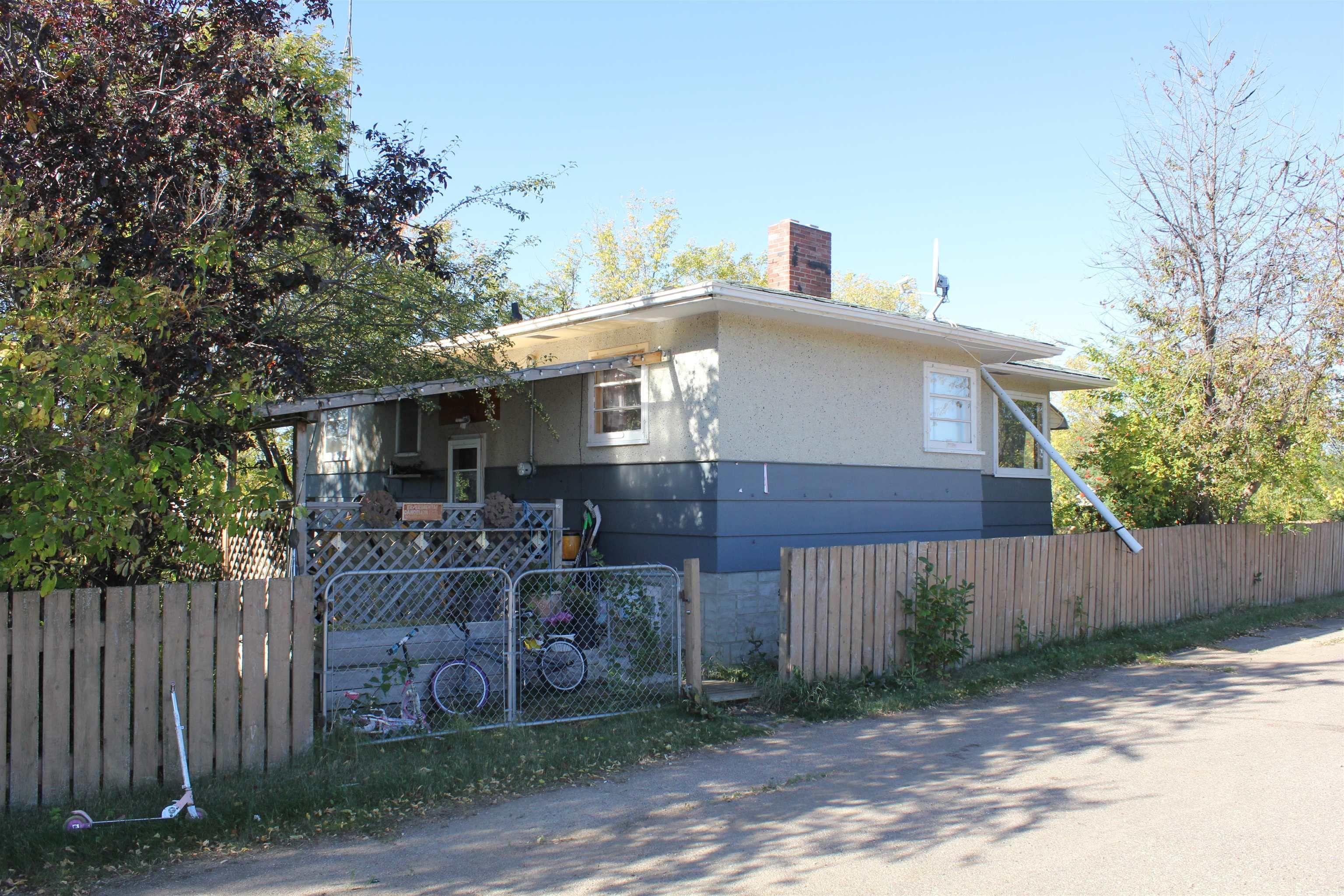 Main Photo: 125 1st Street W: Derwent House for sale : MLS®# E4262216