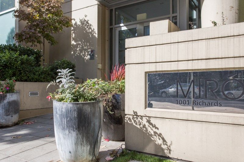 """Main Photo: 304 1001 RICHARDS Street in Vancouver: Downtown VW Condo for sale in """"MIRO"""" (Vancouver West)  : MLS®# R2326363"""